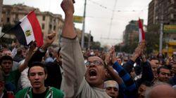 Egitto, folla infuriata contro Morsi. Il presidente scappa dal palazzo (FOTO,