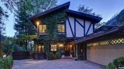 Case vip: Cher compra la residenza di Ed O'Neill a Beverly Hills. Il costo? Oltre 1 milione e mezzo di euro