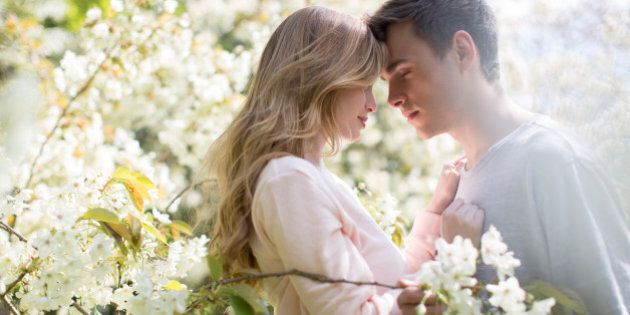 Il segreto dell'amore eterno? La gentilezza. Gli psicologi: condividere gli stati d'animo tiene le coppie...