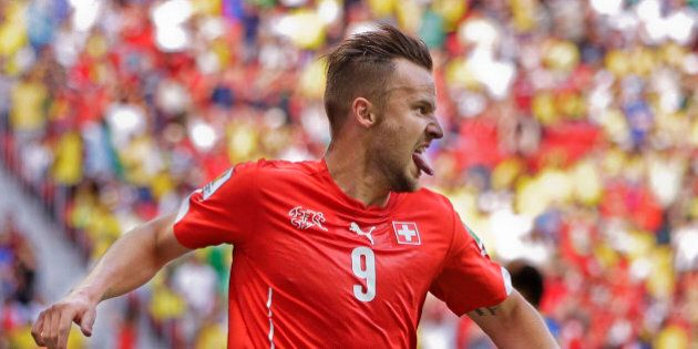 Mondiali 2014: Credit Suisse sponsor della nazionale svizzera, la banca aiutò americani a evadere le...