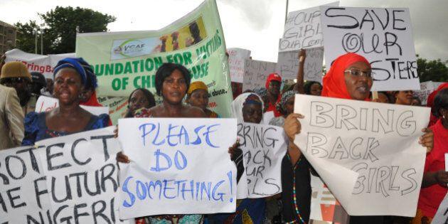 Nigeria, #BringBackOurGirls. Invece di ritrovare le studentesse rapite, il governo arresta due leader...