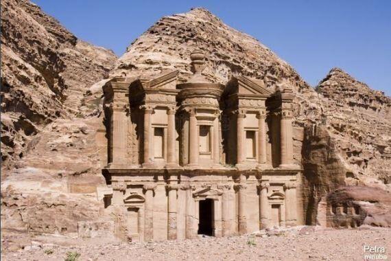 Viaggi: città del mondo scavate nella roccia