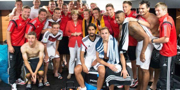 Mondiali 2014 Germania Portogallo 4-0: Angela Merkel posa con la nazionale tedesca