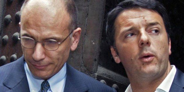 Matteo Renzi riunito coi suoi dopo l'incontro con Letta. Alla Camera veleni Pd sul premier: