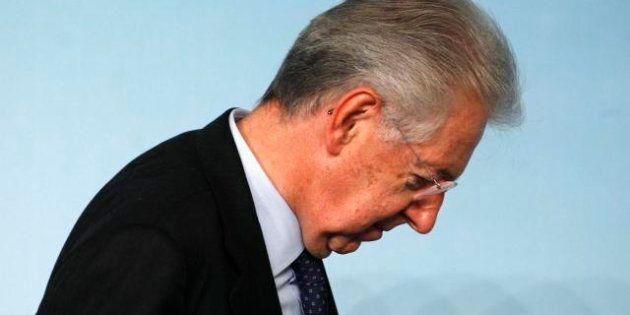 La mossa di Berlusconi archivia non solo il governo Monti, ma pure il Monti-bis. E mette all'angolo Casini,...