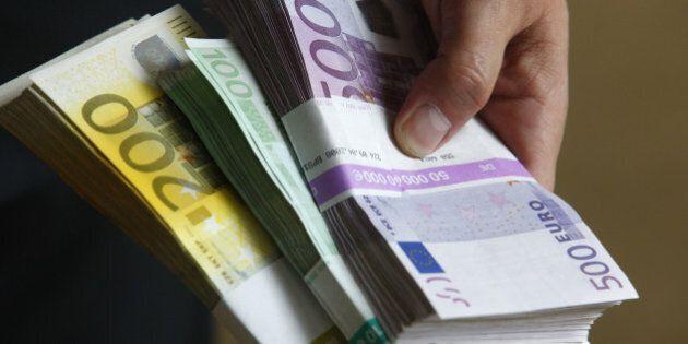 Trovati 200mila euro in un mobile da sgomberare e restituiti al legittimo erede. Adesso Gennarino è un...