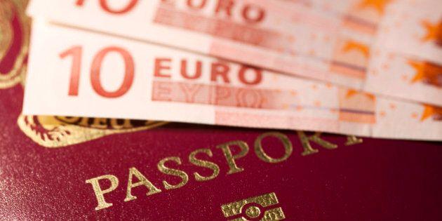 Passaporti, le novità del decreto Irpef. Stop al bollo annuale ma rilascio più