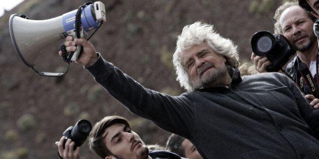 Sicurezza stadi: Beppe Grillo contro Genny 'a carogna, ma Il M5s è uno degli interlocutori privilegiati...