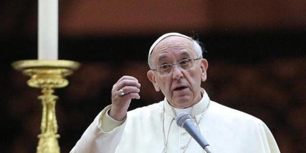 Papa Francesco su aborto, gay e contraccettivi. I principi non negoziabili di Ratzinger passano in secondo