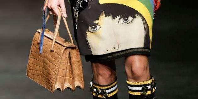 Milano fashion week: Prada, la risposta a chi vuole donne remissive. Murales per dire: giù le mani dalle...