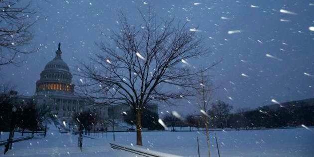Tempesta di neve negli Usa, 13 morti. Forti nevicate tra New York e Washington