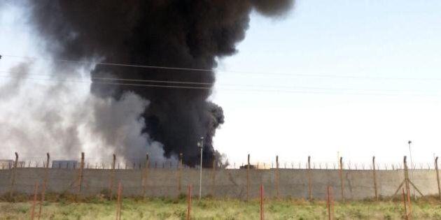 Iraq, milizie sunnite controllano la principale raffineria del paese. Droni Usa bombardano Isis al confine...