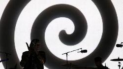 Arcade Fire a Roma: il sound degli alieni di Montreal a Capannelle. Lo show è totale: fasci di luci ed esplosioni di coriando...