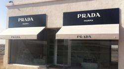 Il negozio Prada nel bel mezzo del deserto