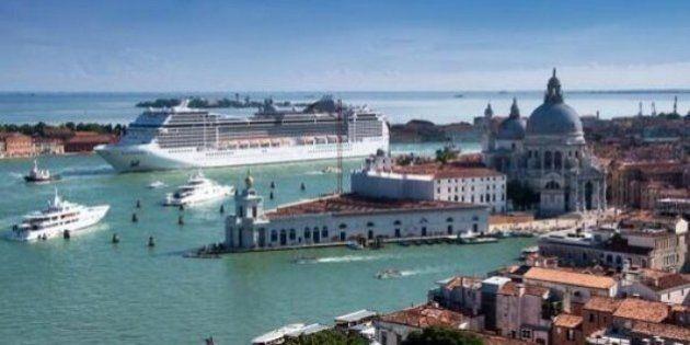 Grandi Navi: Venezia invasa dai