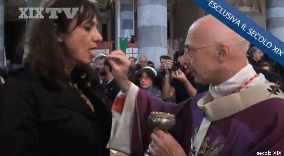 Funerale Don Gallo: Genova canta