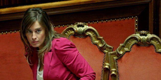 Insulti sessisti a Maria Elena Boschi sulla pagina Facebook. Grillo si difende:
