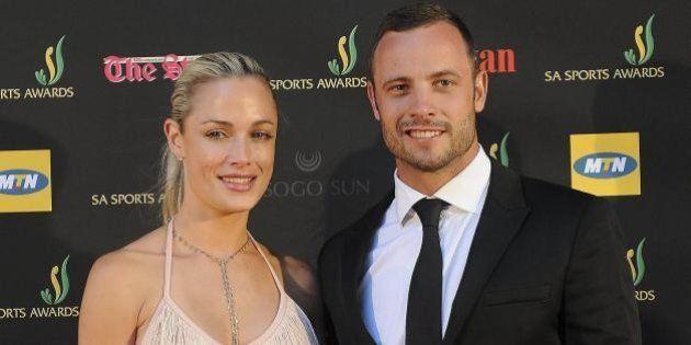 Oscar Pistorius nell'anniversario della morte della fidanzata Reeva Steenkamp rompe il silenzio: