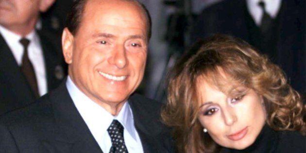 Silvio Berlusconi, esce