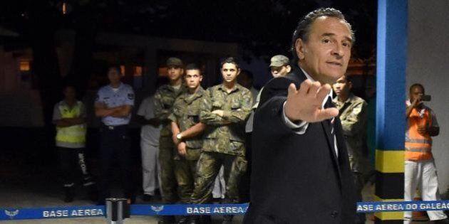 Italia atterra a Malpensa: la Nazionale torna dai Mondiali 2014 dopo 14 giorni. Mario Balotelli con la...
