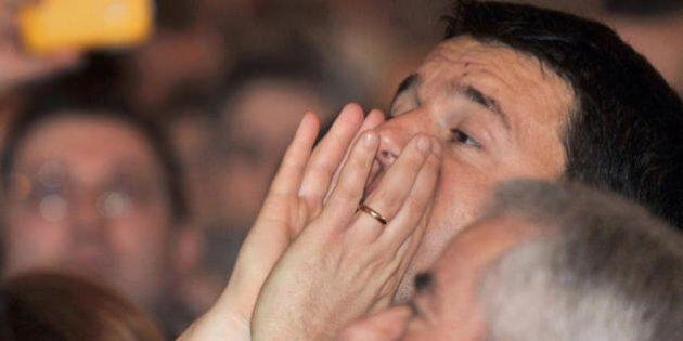 Matteo Renzi al lavoro con Graziano Delrio sul governo.