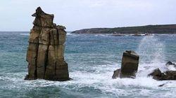 La mareggiata abbatte una delle colonne dell'isola San