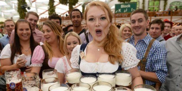Oktoberfest al via: il boccale di birra sfiora i 10 euro