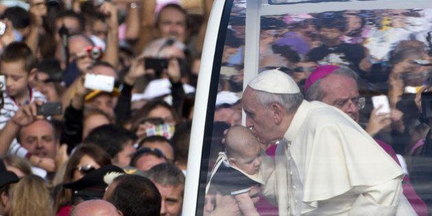 Papa Francesco a Cagliari accoglienza record: