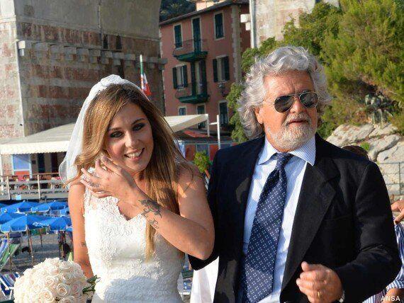 Beppe Grillo accompagna all'altare Valentina. Elegante e commosso