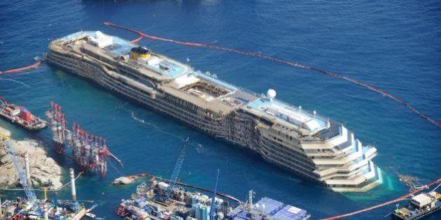 Francesco Schettino vuole tornare sulla Costa Concordia. La difesa chiede una nuova perizia (FOTO,
