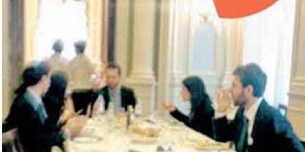 Le foto su Chi: i grillini mangiano al ristorante del Senato. Libero li mette in prima pagina