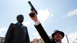 Serbi inaugurano statua di Gavrilo Princip a Sarajevo