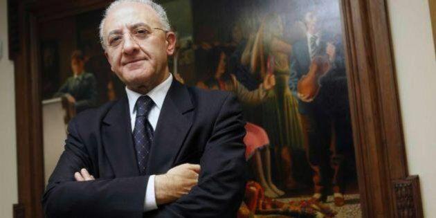 Vincenzo De Luca indagato, M5s chiede il voto di sfiducia per il