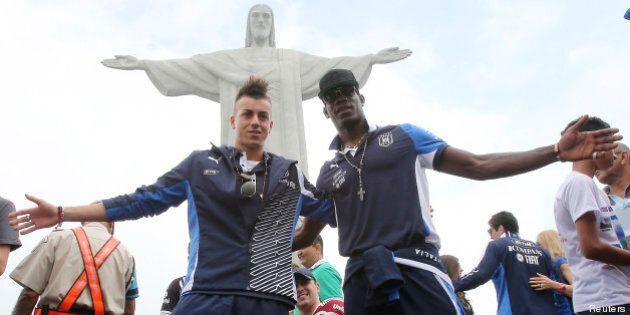 Calcio, la Nazionale italiana in Brasile visita il Cristo Redentore. Turisti in attesa della Confederation's...