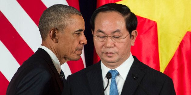 US President Barack Obama and Vietnamese President Tran Dai Quang (R) take part in a joint press conference in Hanoi on May 2