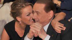 Mille euro, menù tricolore, Apicella. E Silvio e Francesca mano nella