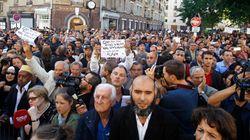 Musulmani in piazza a Parigi contro la barbarie
