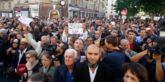 Isis, musulmani in piazza a Parigi contro la barbarie del Califfato. Solidarietà all'ostaggio decapitato...