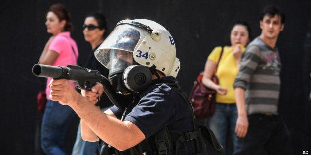 Turchia: sciopero contro la violenza della polizia, il governo: