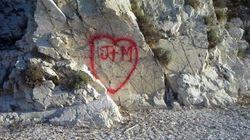 Gli scogli degli Argonauti imbrattati dai vandali
