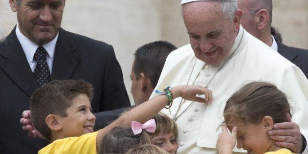 La tattica di Papa Francesco per vincere il mondiale del sinodo, allargando il gioco a divorziati e coppie...