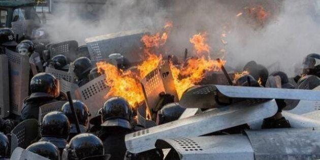 Ucraina: scontri a Kiev: 18 morti, sei agenti uccisi