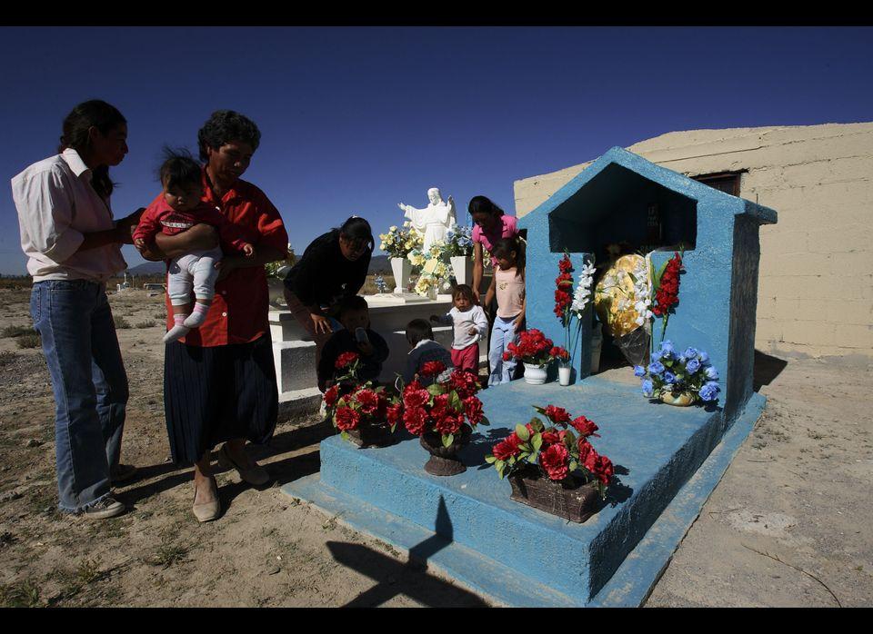 Mexican families honor their deceased loved ones on November 1 and November 2 during <em>Día de los muertos</em>. People buil