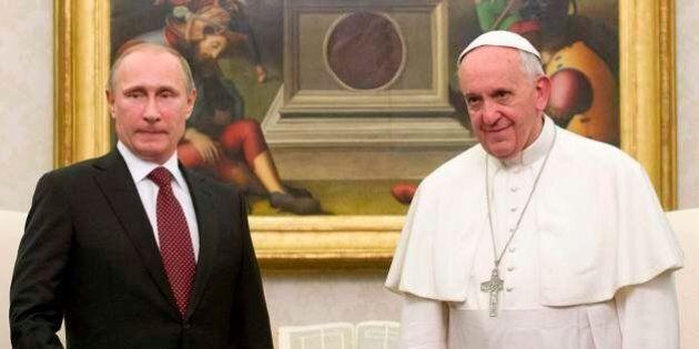 Papa Francesco e Vladimi Putin: judo e partita a scacchi.