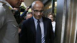 Gli clonano la carta mentre è in carcere: 64 mila euro di spese per l'ex dirigente Mps