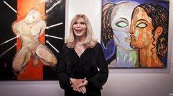 Amanda Lear espone i suoi quadri in una mostra a Milano