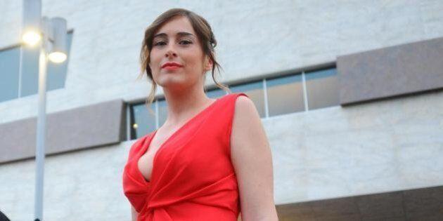 Maria Elena Boschi in abito rosso fuoco al gala del Maggio Fiorentino al nuovo Teatro dell'Opera