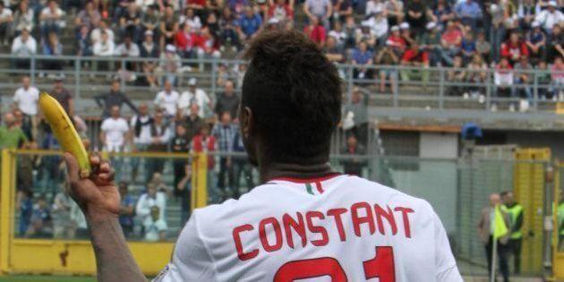 Kevin Constant vittima di razzismo: i tifosi dell'Atalanta gli lanciano una banana. Lui ironizza: