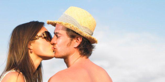 8 motivi per cui baciare fa bene alla salute: in occasione del World Kiss Day - ma non solo