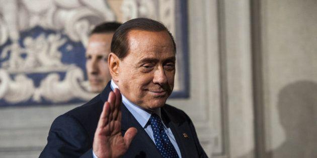 Governo Renzi, Silvio Berlusconi e il soccorso azzurro. Messaggio a Matteo: